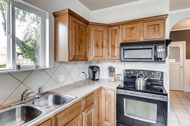 8126 N Olympia Portland OR-print-013-52-Kitchen-2700x1800-300dpi.jpg