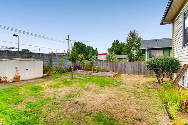 55 NE 83rd Ave Portland OR-print-026-16-Back Yard-2700x1800-300dpi.jpg