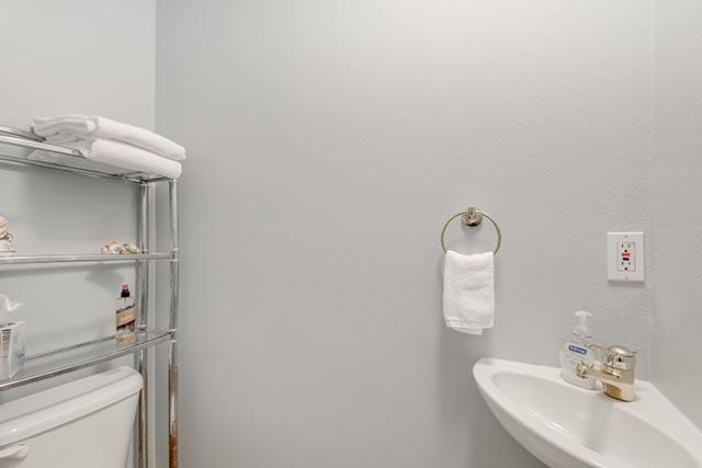 13487 SW Summerwood Dr Tigard-print-014-12-Powder Room-4200x2804-300dpi.jpg