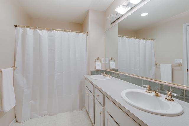 13487 SW Summerwood Dr Tigard-print-018-22-Master Bath-4200x2803-300dpi.jpg