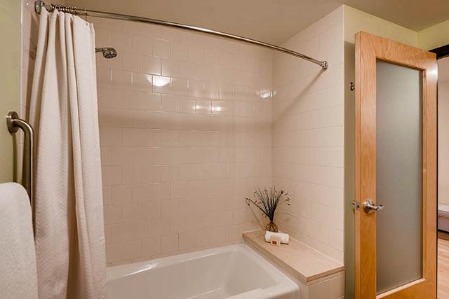 333 NW 9th Ave Portland OR-print-022-2-Master Bathroom-2700x1802-300dpi.jpg