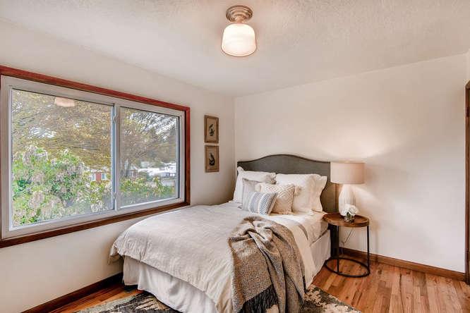 5271 SE Malden Dr Portland OR-small-016-9-Master Bedroom-666x445-72dpi.jpg