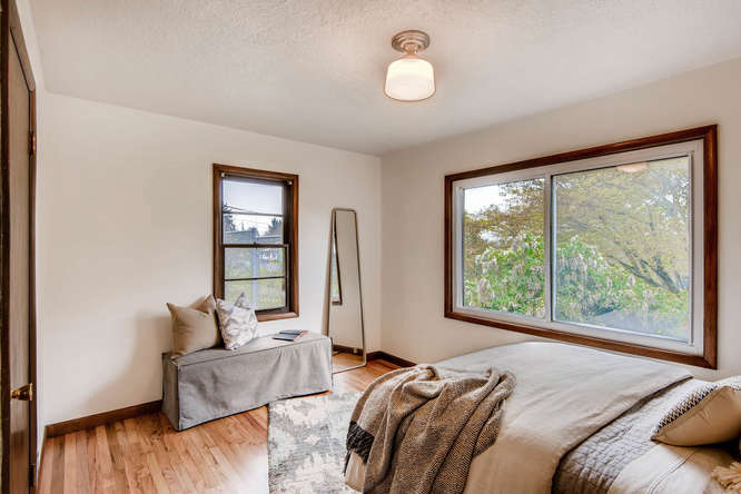 5271 SE Malden Dr Portland OR-small-017-13-Master Bedroom-666x445-72dpi.jpg