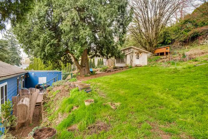 5271 SE Malden Dr Portland OR-small-024-27-Back Yard-666x445-72dpi.jpg