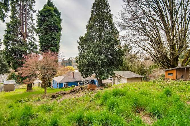 5271 SE Malden Dr Portland OR-small-025-20-Back Yard-666x445-72dpi.jpg