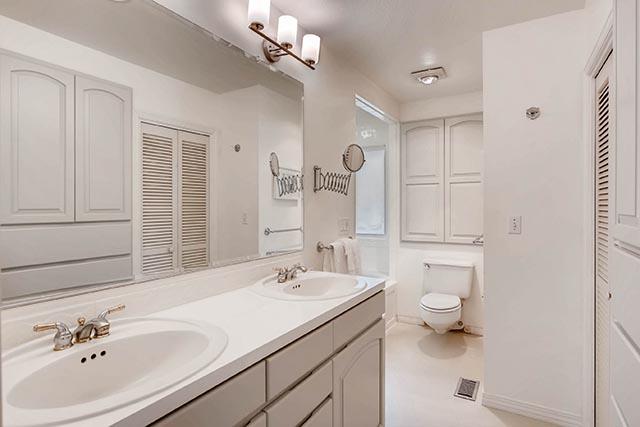 4234 SW Westdale Dr Portland-print-016-5-Master Bathroom-2700x1800-300dpi.jpg
