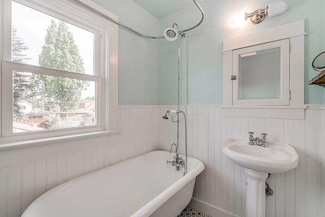 1744 SE 46th Ave Portland OR-print-023-6-Bathroom-4200x2802-300dpi.jpg