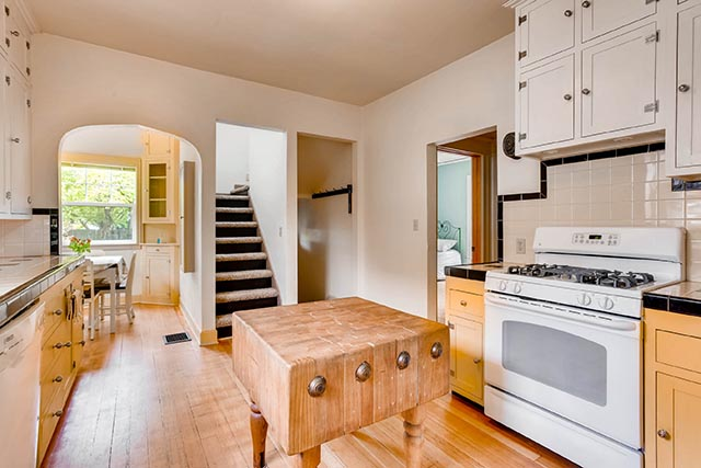 4208 NE Grand Ave Portland OR-print-013-31-Kitchen-2700x1800-300dpi.jpg