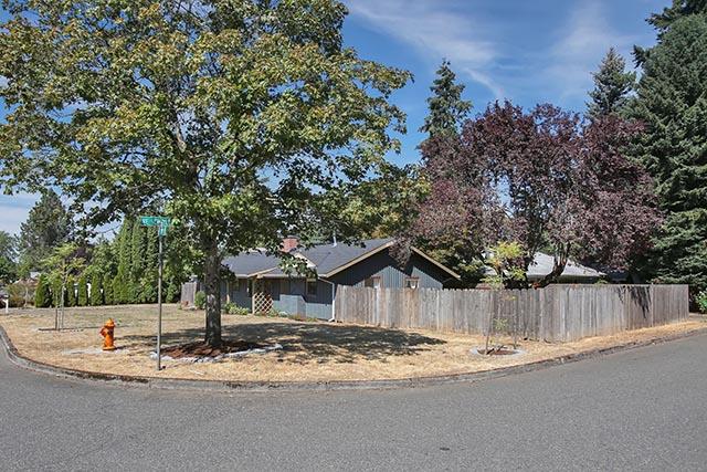 1816 NE 129th Pl - Portland - 39.jpg