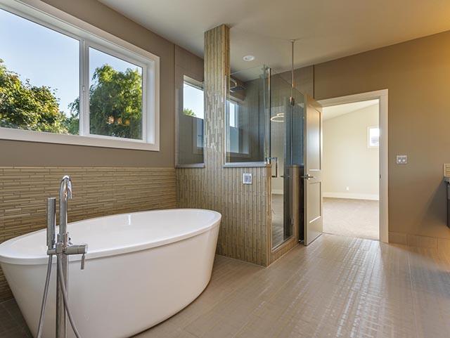 25 Master Bath.jpg