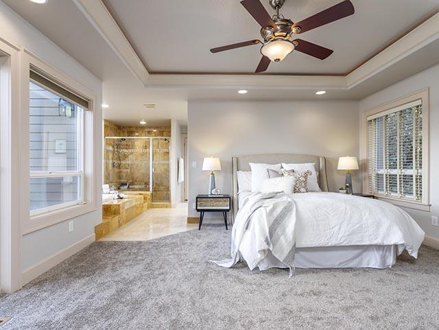 17 Master bed.jpg