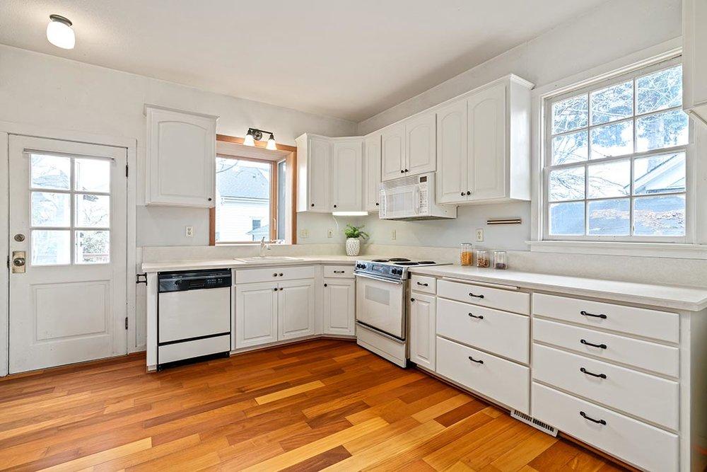 121 SW Whitaker St Portland OR-print-011-14-Kitchen-4200x2802-300dpi.jpg