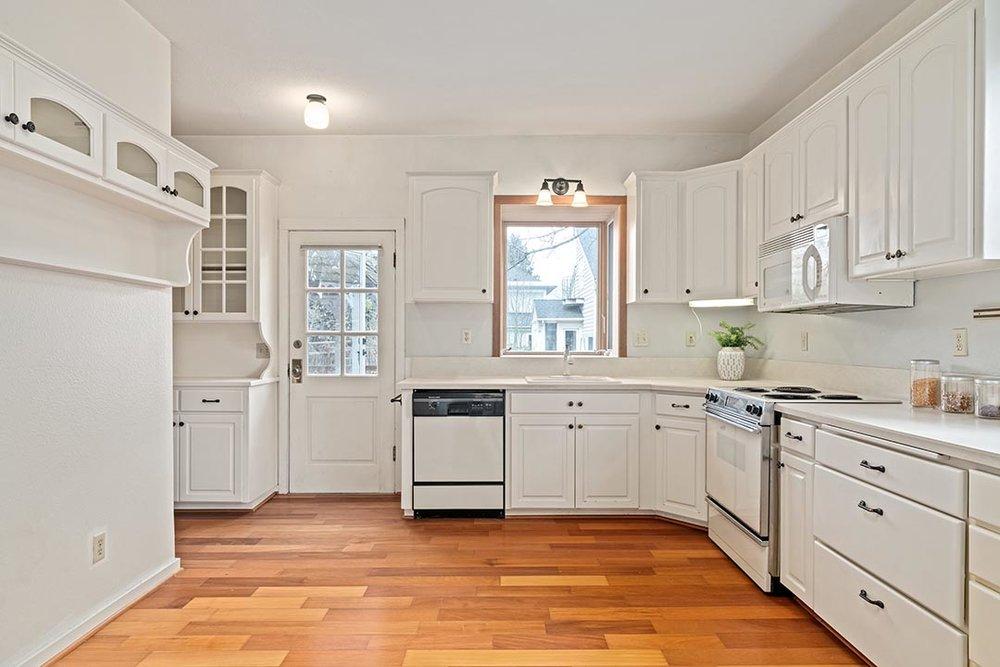 121 SW Whitaker St Portland OR-print-010-6-Kitchen-4200x2802-300dpi.jpg