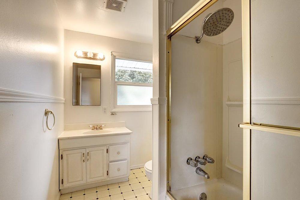 SE139th-036-Edit-Bathroom.jpg