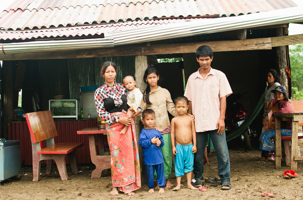 Som Kim with her family. Her teenage daughter is in the middle of the photo.