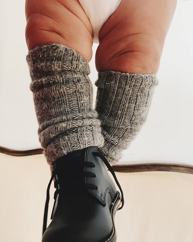 We love what @sweetlaurelbakery did with the Bella Ragcuffs! Keeping her babe warm and cozy in a very stylish way. #smartmomma #killerlegs #babystyle