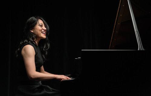Zee Zee<br>Pianist