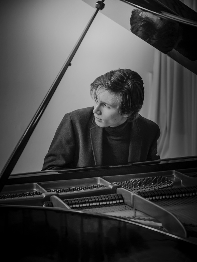 Amadeus Wiesensee . Pianist