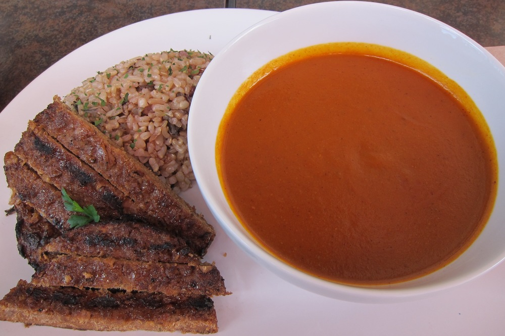 VegiLicious Signature Curry with grilled hamburger steak and five grain rice  (Photo by Lauren Lloyd)