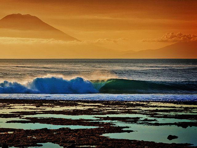 The winning Surfline Photo Challenge 2012 shot by Matt Clark(Photo courtesy of Surfline)