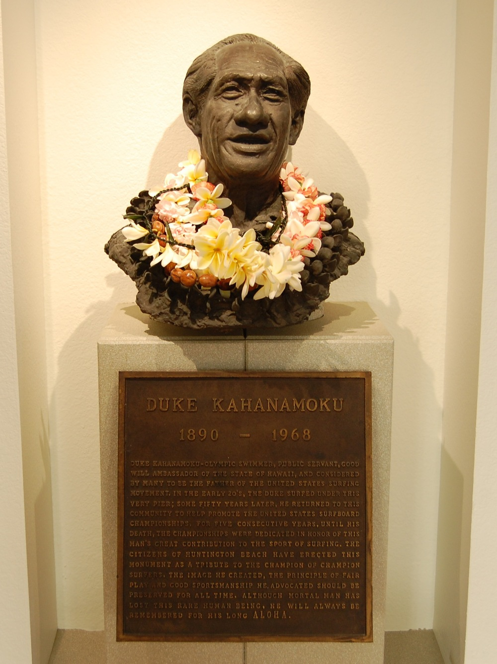 Duke Kahanamoku shrine  (Photo by Lauren Lloyd)