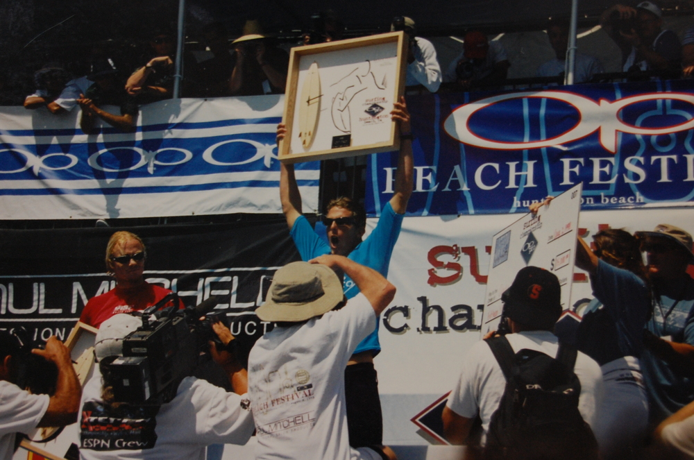Andy Irons proudly holds up his OP Pro trophy, made by Dave C. Reynolds (Photo courtesy of the artist)