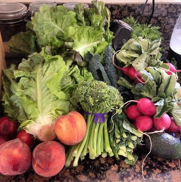 Farm Fresh To You CSA box  (Photo by  FrannyFIt )