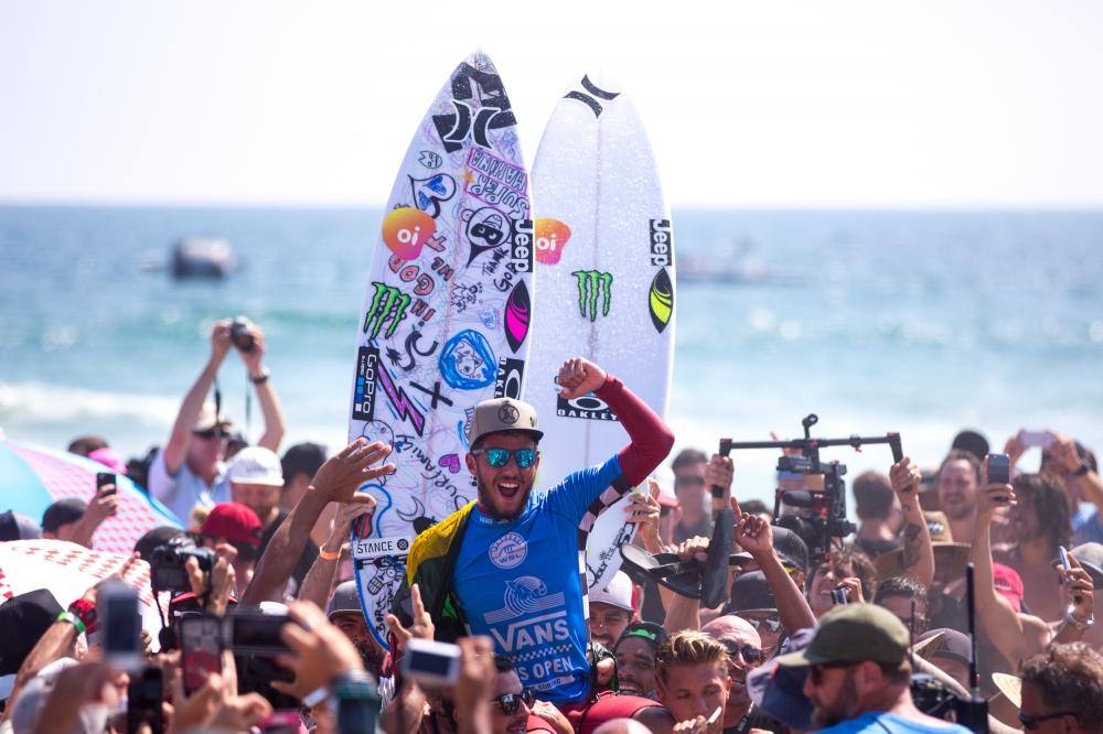 Vans US Open Champion Filipe Toledo  (© WSL / Van Kirk)