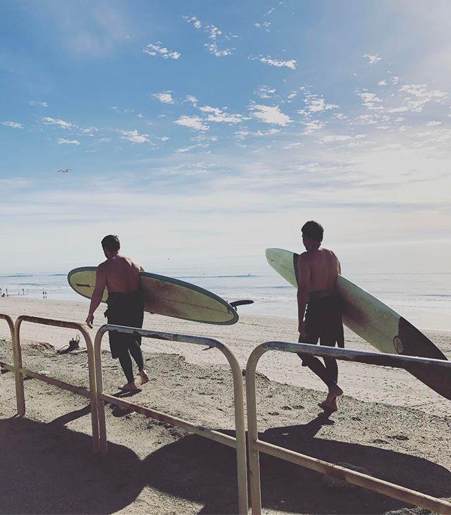 Another rough winter day on the cliffs 🌊🌞🏄🏼 . . . . #huntingtonbeach #hb #hbcliffs #hbdogbeach #dogbeach #huntingtondogbeach #surfcityusa #oc #orangecounty #surf #surfing #surfer #surfers #surfboard #surfboards #shredordie