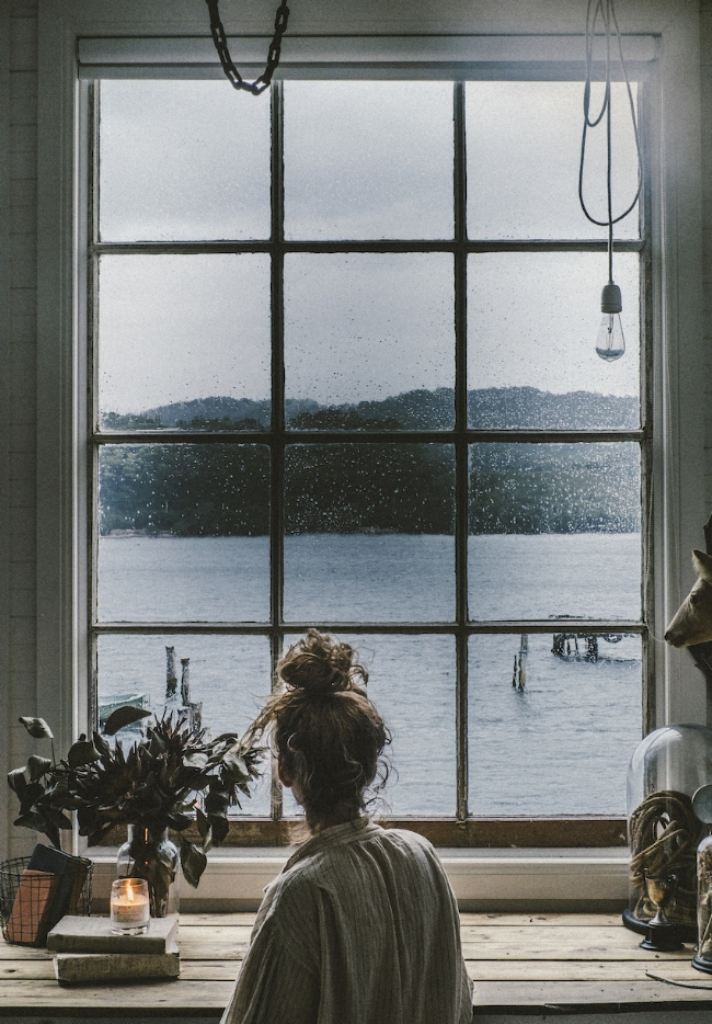 07-Sarah-Andrews-at-Captains-Rest-Her-Secluded-Tasmanian-Cottage-DesignSponge.jpg