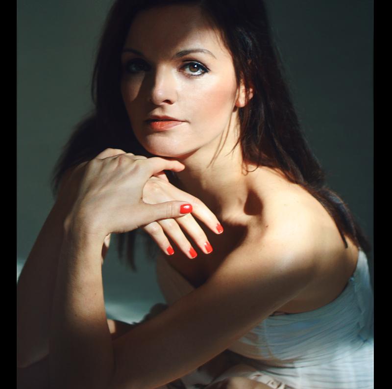 Moderatorin und Sängerin Iza Höll aus Berlin
