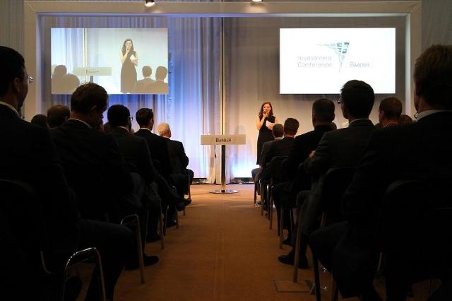 Moderatorin Iza Höll in München