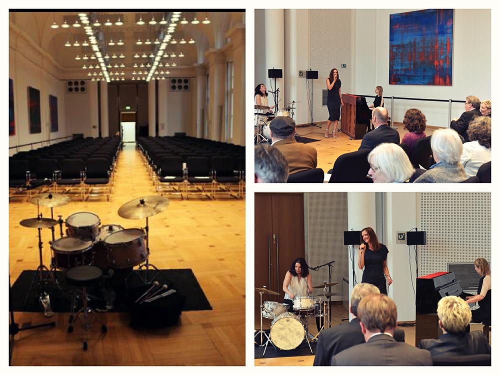 Sängerin und Moderatorin Iza Höll mit der Jazz Frauenband Fourluxe im Abgeordnetenhaus