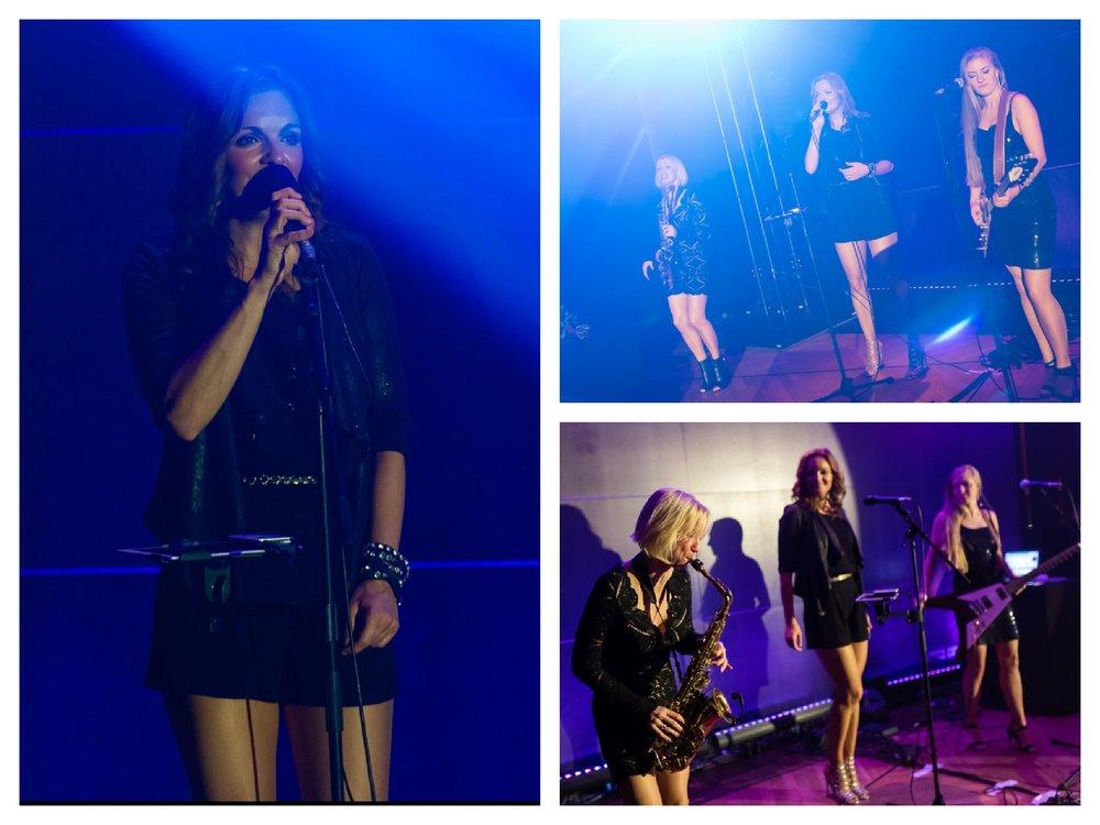 Sängerin und Moderatorin Iza Höll mit der Lounge Frauenband Sunset Orange bei einer Award Verleihung in Berlin (Fotos: Andreas Schwarz)