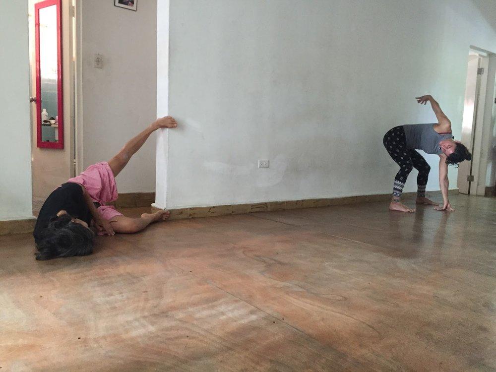 16 marzo 2017. Practica de movimiento auténtico en PISO Calle Estrella, Santurce, Puerto Rico. in the picture: Alejandra Martorell, Yadira Tort.