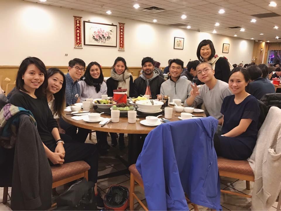 華埠行動小組的义工吃晚餐,Diane Wong摄影