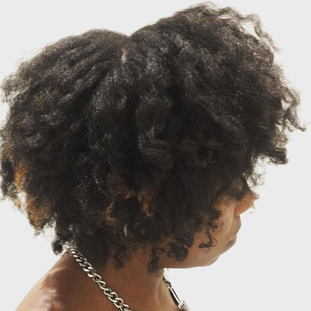 When the braids are out, my afro shouts 👑✊🏾🙅🏾‍♀️ . . #naturalhair #afrohair #twistout #flattwists #kinkyhair #coilyhair #type4hair #homegrown #free #godgiven #teamnatural
