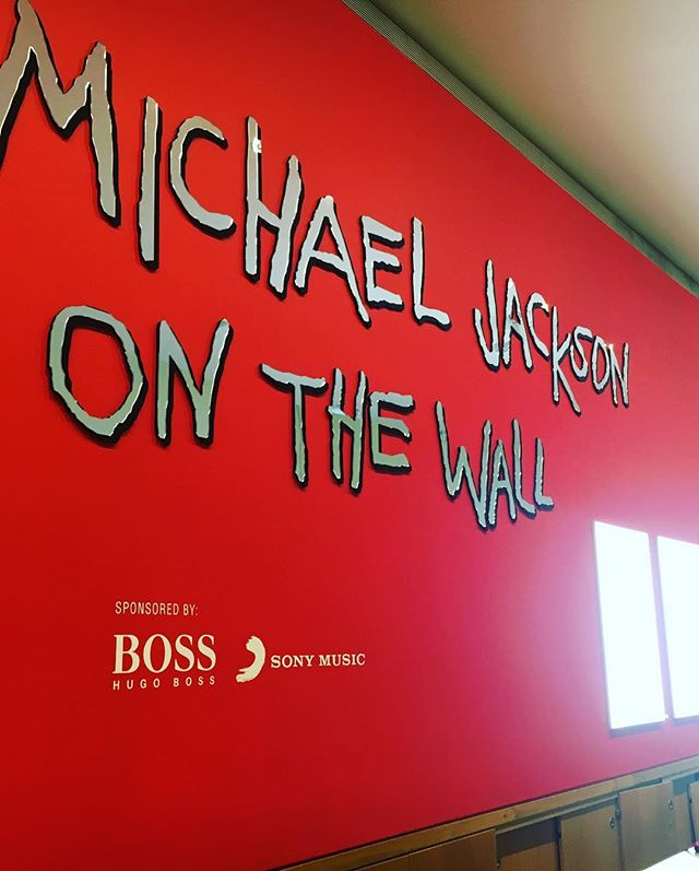 The On The Wall exhibition was BAD! 👞 🙌🏾 . . #michaeljackson #onthewall #exhibition #nationalportraitgallery #london #kingofpop #history #andywarhol #rnb
