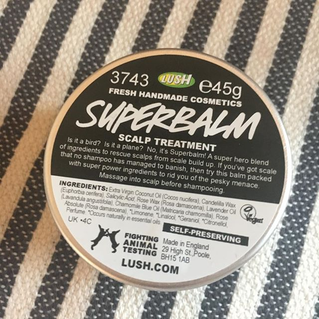Is it a bird? Is it a plane? No, it's Superbalm! 💪🏾 . . This natural wonder is doing amazing things to my dry scalp 🙌🏾 . . #scalptreatment #lush #superbalm #scalebuildup #eczema #dryscalp #psoriasis #coconutoil #salicylicacid #rosewax #lavenderoil