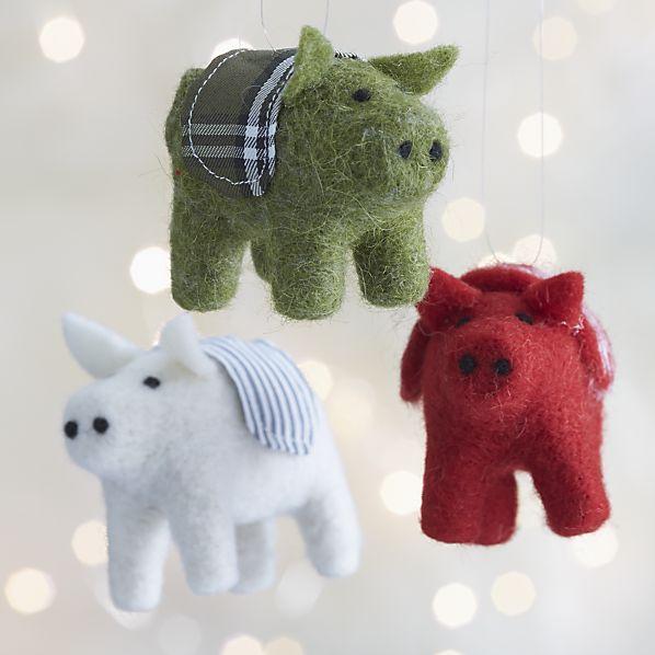 felt-pig-ornaments.jpg
