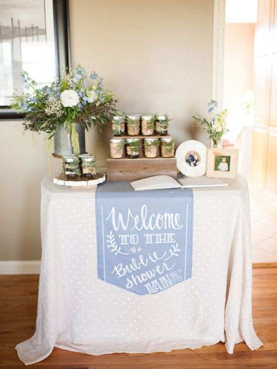 Here's a great idea of using a runner (either fabric or kraft paper) as an entry sign like seen here on  100 Layer Cake-let .