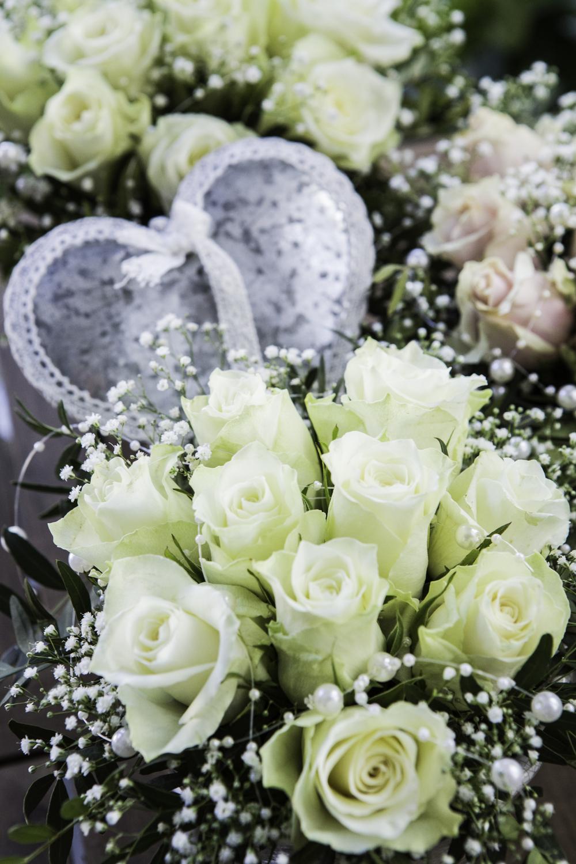 Bukett med hvite roser