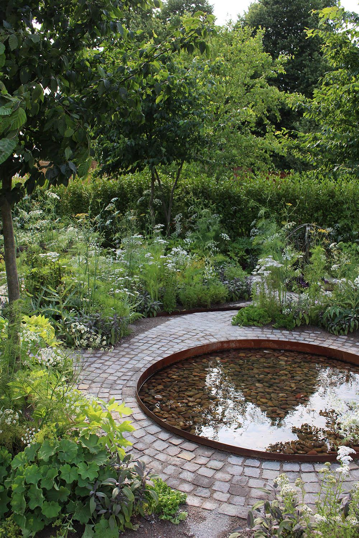 hampton-court-wellbeing-garden-circular-pool-water-feature.jpg