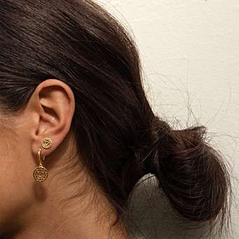 daisy-jewellery-earrings-piercings-chakra-gold.jpg