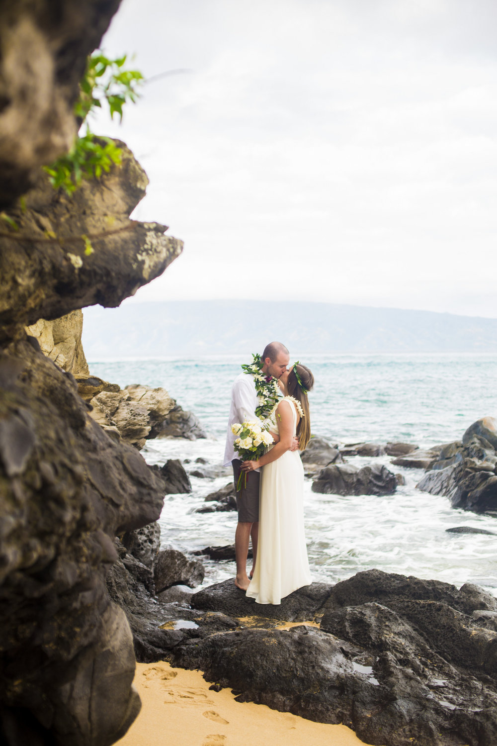 Olivia Taylor-Hawaii Elopement-0002.jpg