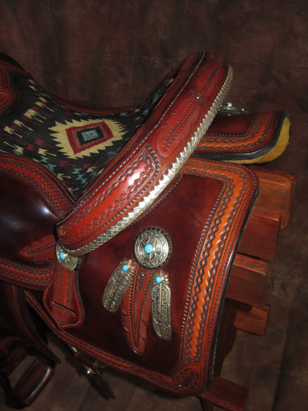 Deco Feather Pleasure Saddle - detail
