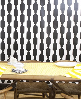 Chic wallcoverings in black and white...do you see the silhouette?
