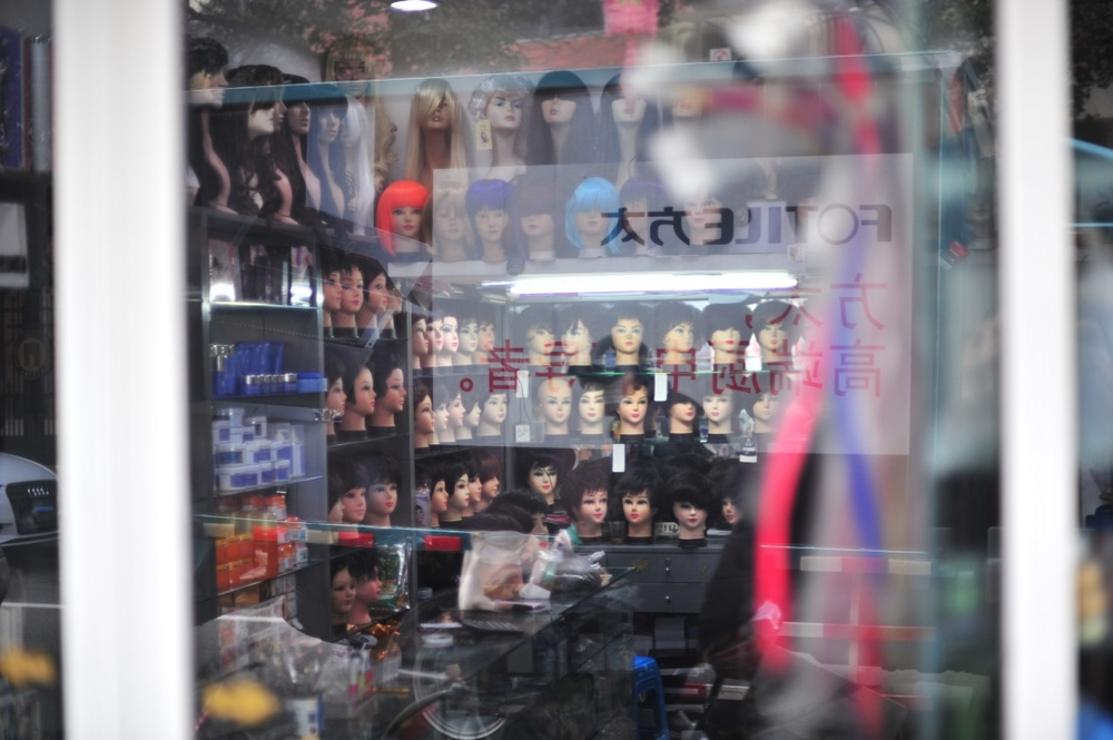 One of the many bizarre wig stores I've seen all across China.  一个有点儿奇怪的假发店。