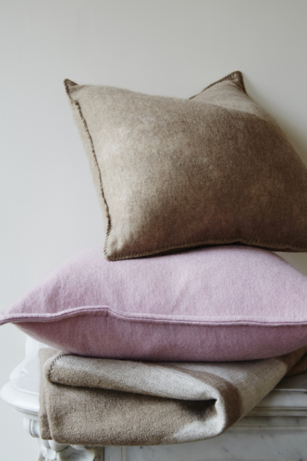 AMERICAN CASHMERE SMALL THROW