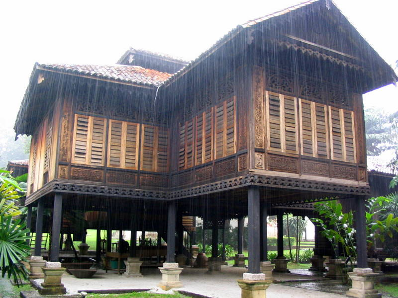 RUmah penghulu, A malay house preserved in the compound of badan warisan, (the heritage of malaysia trust).